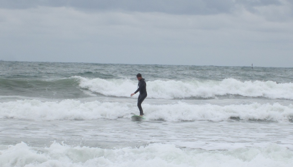 Surf in the waves